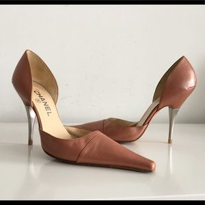 CHANEL LIGHT BROWN LEATHER D'ORSAY CC LOGO PUMPS